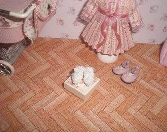 Dollhouse miniature 1/12. Wool booties