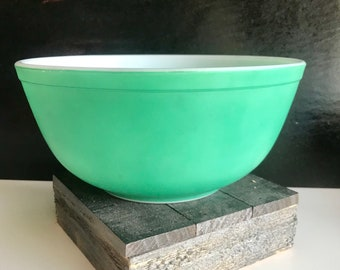 Vintage Green Pyrex Mixing Bowl