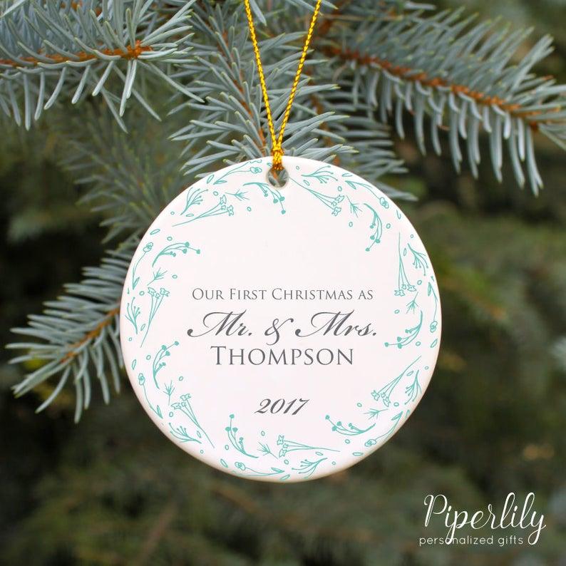 Geschenke F303274r Frauen Zu Weihnachten.Hochzeit Weihnachten Ornament Unser Erste Weihnachten Ornament Unser Erstes Weihnachten Als Herr Und Frau Ornament Verheiratet Personalisierte