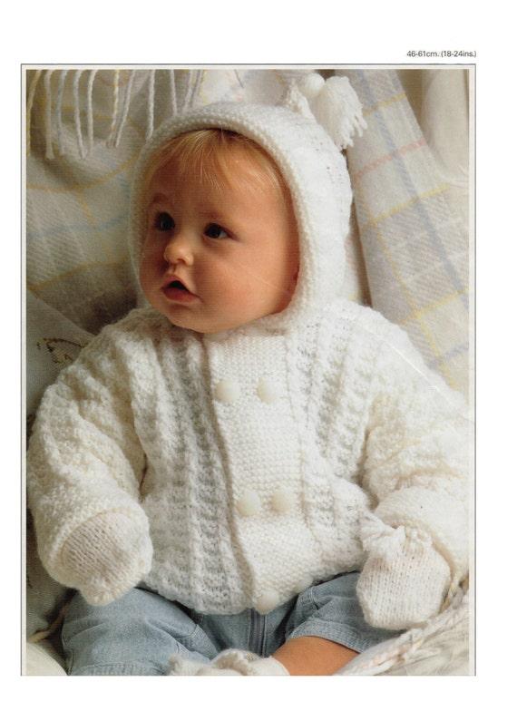 chaqueta de bebé con capucha y manoplas de punto patrón p 99