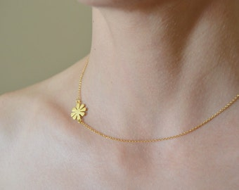 daisy necklace, Gold flower necklace, elegant gold necklace,  choker necklace, gift for her under 30