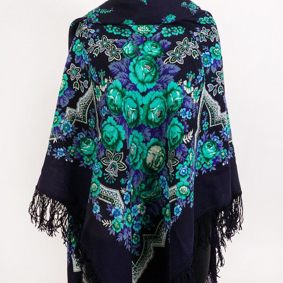genuine russian woolen shawl with woolen fringes P