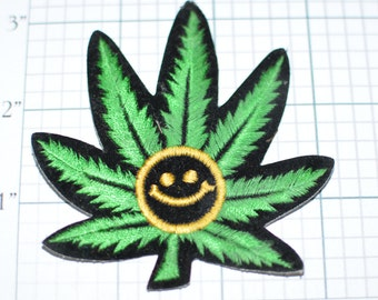 Marijuana Leaf Iron-on Vintage Patch - 1970s Hippie Cute Have a Nice Day Mellow Chill Retro Boho Fashion Jacket Patch e6