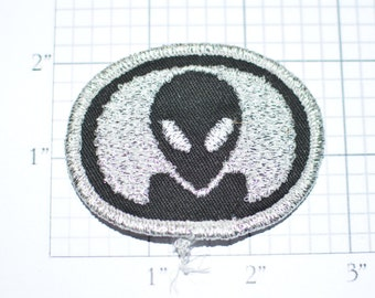 Alien Head - Metallic Silver- Iron-On Vintage Patch-Clothing Patch Biker Patch for Vest Patch Jacket Patch Backpack Patch Jeans Patch Fun e7
