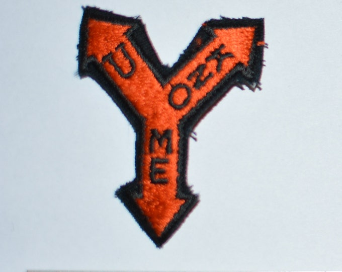 U KNO ME Vintage Iron-on Embroidered Clothing Patch for Jacket Shirt Vest Hat Backpack 3-Headed Arrow Fun Pulled in Multiple Directions e2