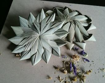 """Natural Woven Palm Leaf Flowers 8cm (3"""") - DIY Pet Rabbit Guinea Pig Chinchilla Parrot Bird Toy Part Supplies"""