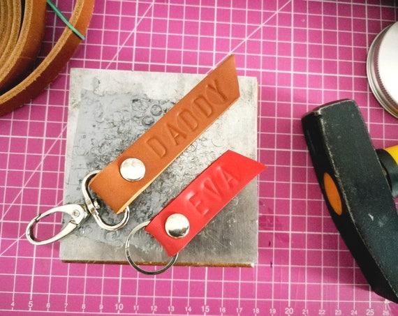 Customized Leather keyfob keychain keyring, personalized keyring, custom made keyfob, wedding favor, Keychain with snap hook, grain leather