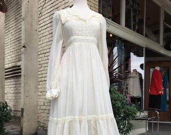 Gunne Sax dress~ 1970's~ 70's~ full length~ Maxi~ wedding~ Boho~ Peasant dress~ long white Vintage lace gown~ size Medium