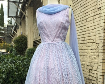 """50's light blue lace party dress~ cinched waist fit n flare~ dramatic Spring formal ~ size medium 28"""" waist~"""