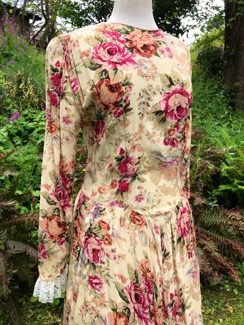90\u2019s Rayon Floral Romantic antique wallpaper print~ 40\u2019s inspired~ long drop waist flowing bias cut lacy sleeves~ size tall 8