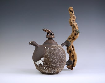 Handmade Ceramic Teapot, Ceramic Arts, 22K Gold, Bark Texture, Beetle Details, Wooden Handle, 48 oz, Exclusive Pottery, Nature Inspired Art