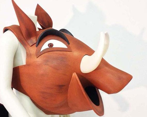 molto carino design di qualità bambino Costume di pumba re leone adulto Pumbaa IN STOCK, testa Disney + corpo  animale amichevole Warthog per donne, uomini, mano realizzato dallo Studio  di ...