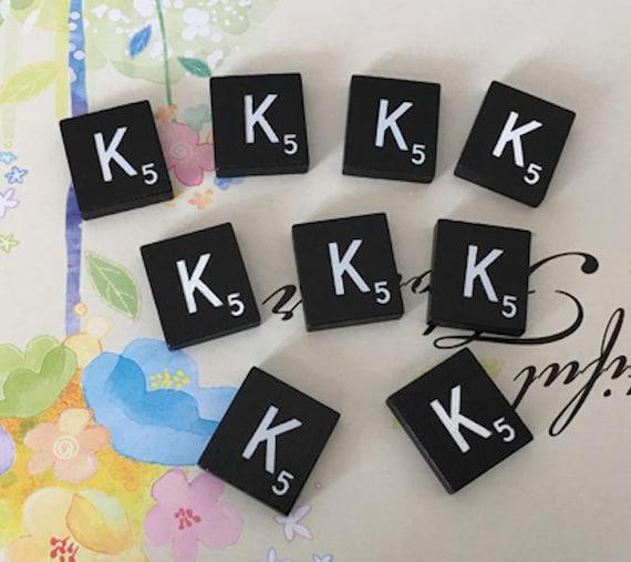 100 Pack Negro de Madera Scrabble Azulejos blanco letras mayúsculas con números de punto