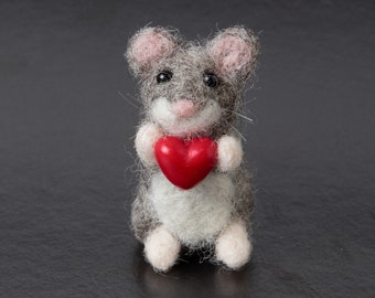 Tiny mouse with a heart, Engagement gift, Engaged gift, Valentines day gift, Girlfriend gift for her, Gift for wife, Desk pet, Desk decor