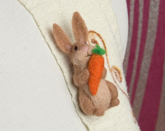 Felted bunny brooch, Easter bunny, Easter rabbit jewelry, Bunny easter, Felted rabbit, Hare, Felted animals, Gift for her, Rabbit gift