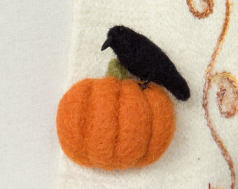 Raven on a pumpkin brooch, Felted Raven brooch, Raven pin, Halloween gift, Witch gift, Pagan gift, Witchraft gift, Wiccan gift,  Gothic gift