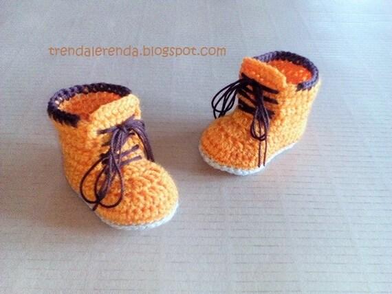Häkelarbeitbabybeuten Timber Stil Stiefel. Crochet Stiefel