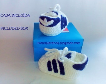 Crochet baby shoes simulation Adidas Superstar customizable with safety. Crocheted booties. Adidas booties. sports booties