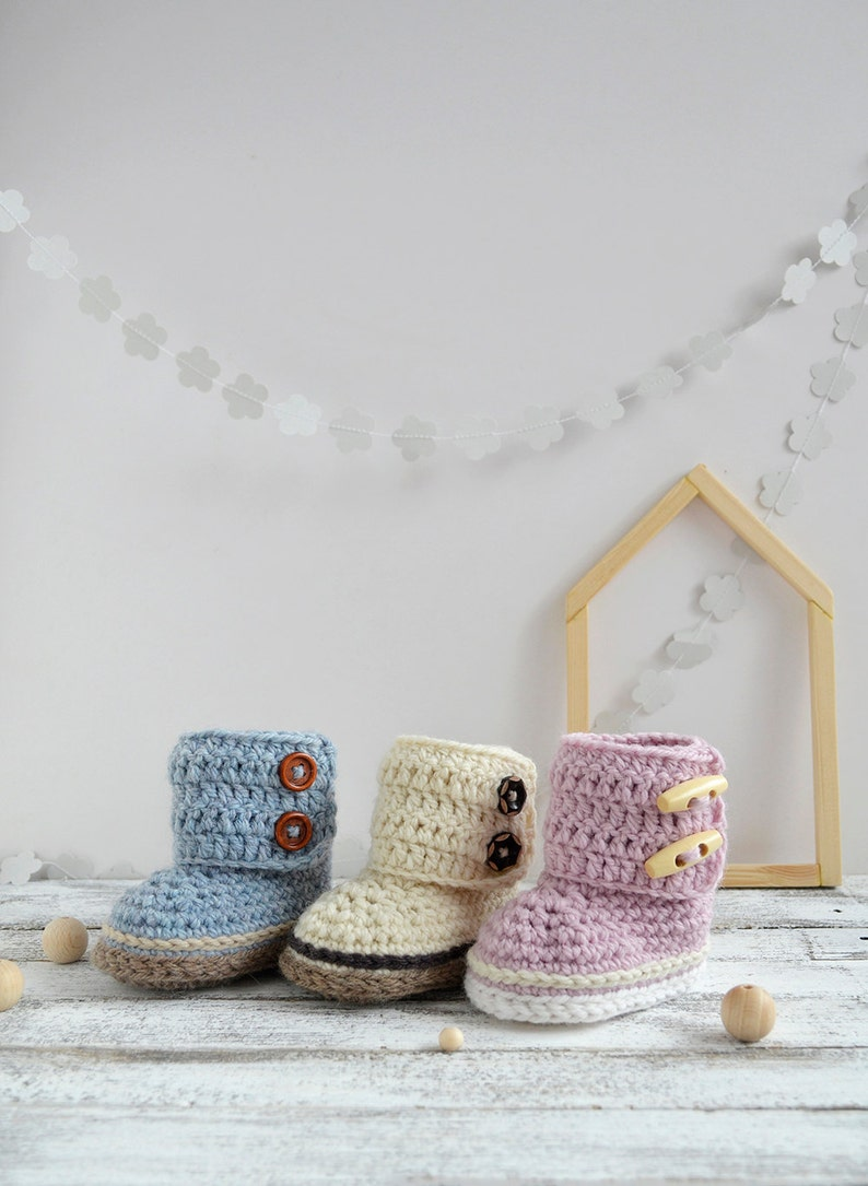 Crochet baby shoes-Crochet boots-Baby boots-Baby girl-Baby boy-Baby booties-Baby shoes-Baby gift-Crochet booties-Crochet baby boots
