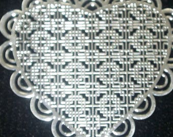 Engraving plate filigreed heart shaped silver metal