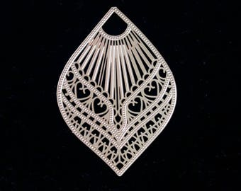 Engraving plate filigreed shape drop in silver