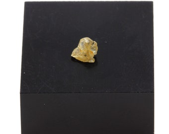 Vaal river Mining District South Africa 0.355 ct Crude stone minerals mineral specimen Rough diamond