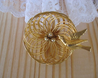 Vintage Gold Tone Wire Bird Nest Brooch (C)
