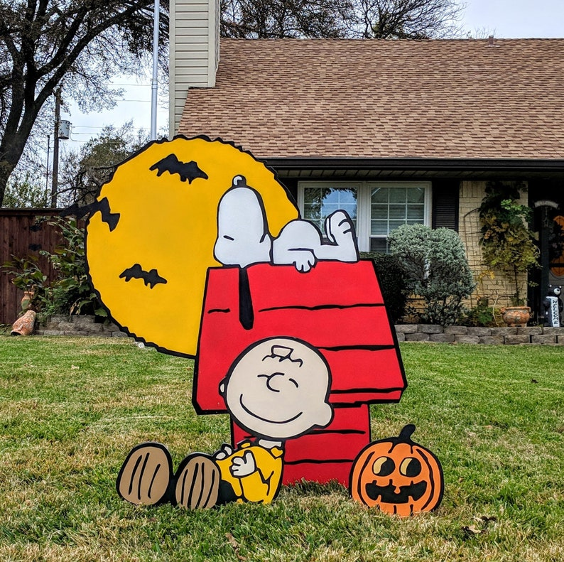Charlie Brown and Snoopy Halloween Yard Art Lawn Art image 0