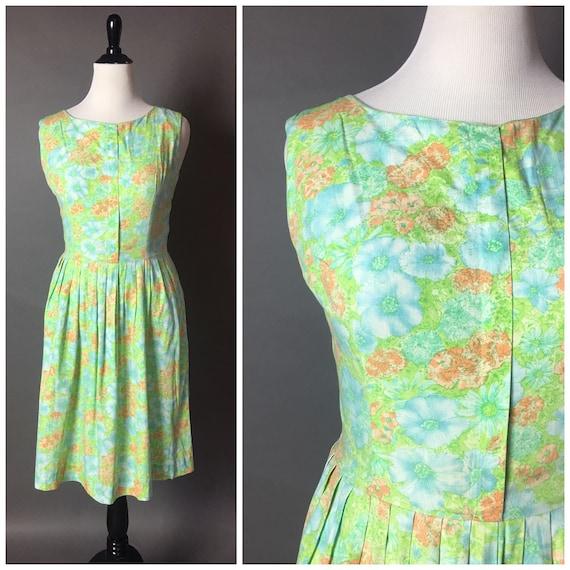 Vintage 50s dress / 1950s dress / floral dress / v