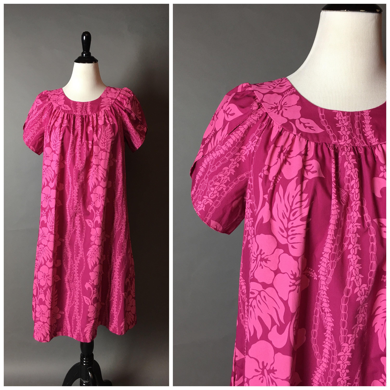 Vintage Hawaiian dress / hawaiian dress / vintage muu muu / volup dress /  plus size dress / tiki dress / novelty print / floral dress / 2324