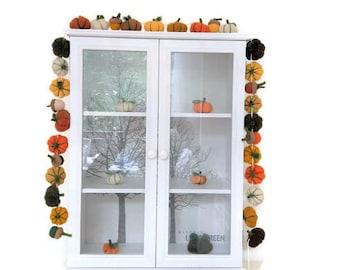 Felt pumpkins garland, felt acorns garland, Thanksgiving garland dinner decorations, Halloween garland decorations, fall colors decor