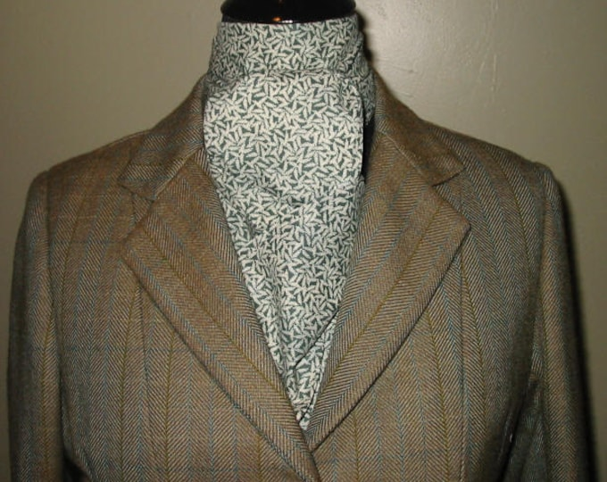 Hunter Green and White Leaf Stock Tie