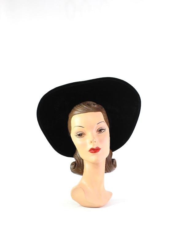 1950s Black Velvet Platter Hat - 1950s Black Platt