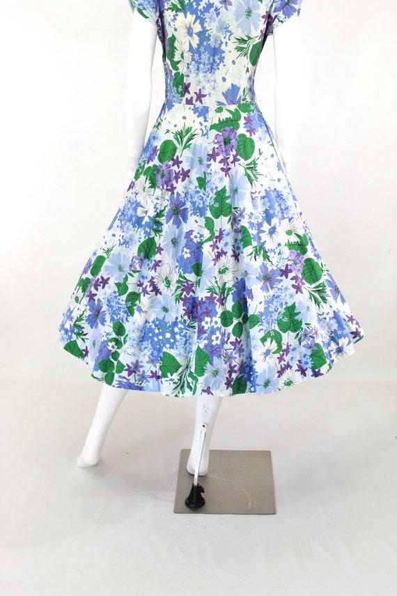 1950s Floral Fit & Flare Dress - 1950s Purple Flo… - image 9