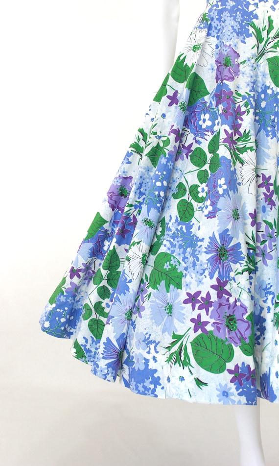 1950s Floral Fit & Flare Dress - 1950s Purple Flo… - image 4