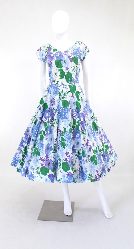 1950s Floral Fit & Flare Dress - 1950s Purple Flo… - image 2