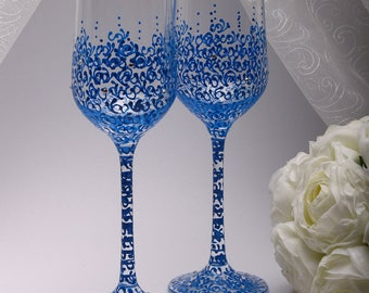 Champagne glasses wedding Wedding glasses Blue Champagne glasses Toasting Flutes Blue unique wedding gifts Personalized glasses champagne
