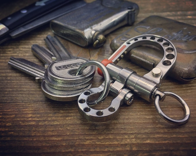 Titanium Shackle Carabiner Keychain / Polished aged wear / Ring S.S.