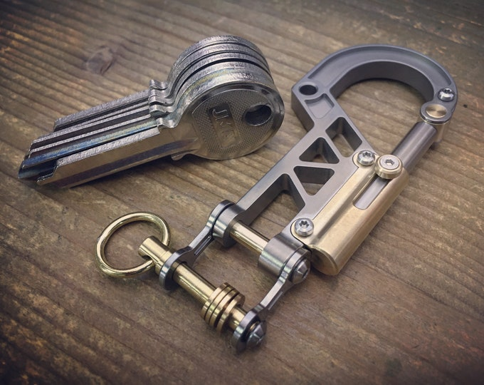 Titanium Edc Keychain Bolt Carabiner / with adapter for 7 keys