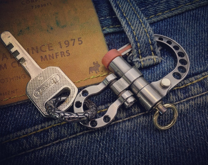 EDC Ti-Shackle Keychain / Polished / Closed Brass Ring
