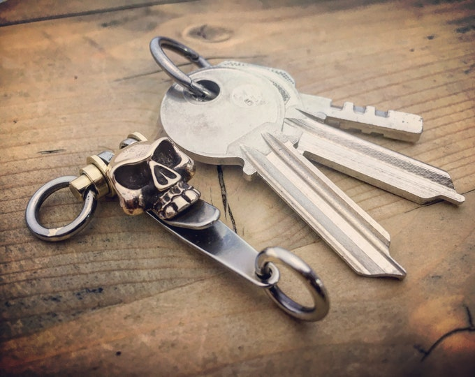 Pocket EDC Suspension Clip, keychain / One-off Custom TOP / Bronze Skull Monkey insert