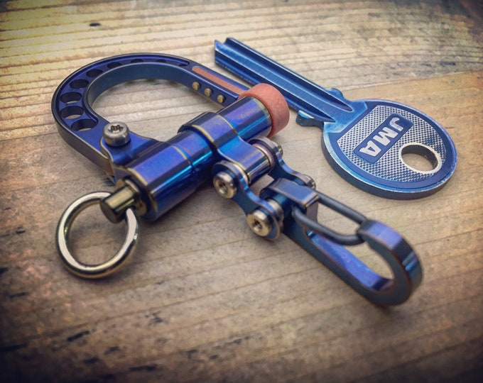 EDC Ti-Shackle Carabiner Keychain / with Mini Bike-Link carabiner / 100% pure Titanium / Anodized Aged Blue