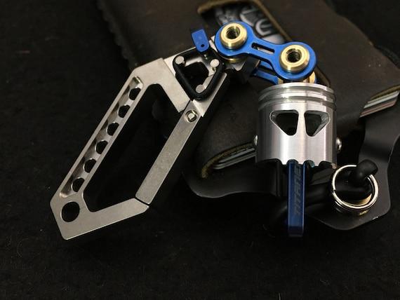 Ti-Drone Carabiner/ Swivel Piston Skull Bob (Keychain o Walletchain)