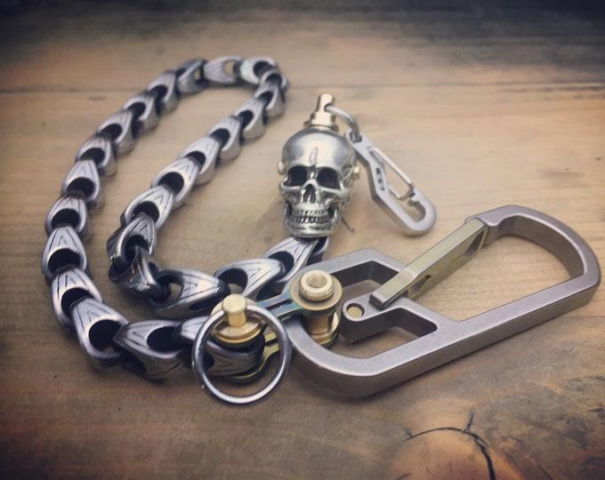 The Machote-II / Skull swivel Biker walletchain / Titanium, brass and Stainless Steels