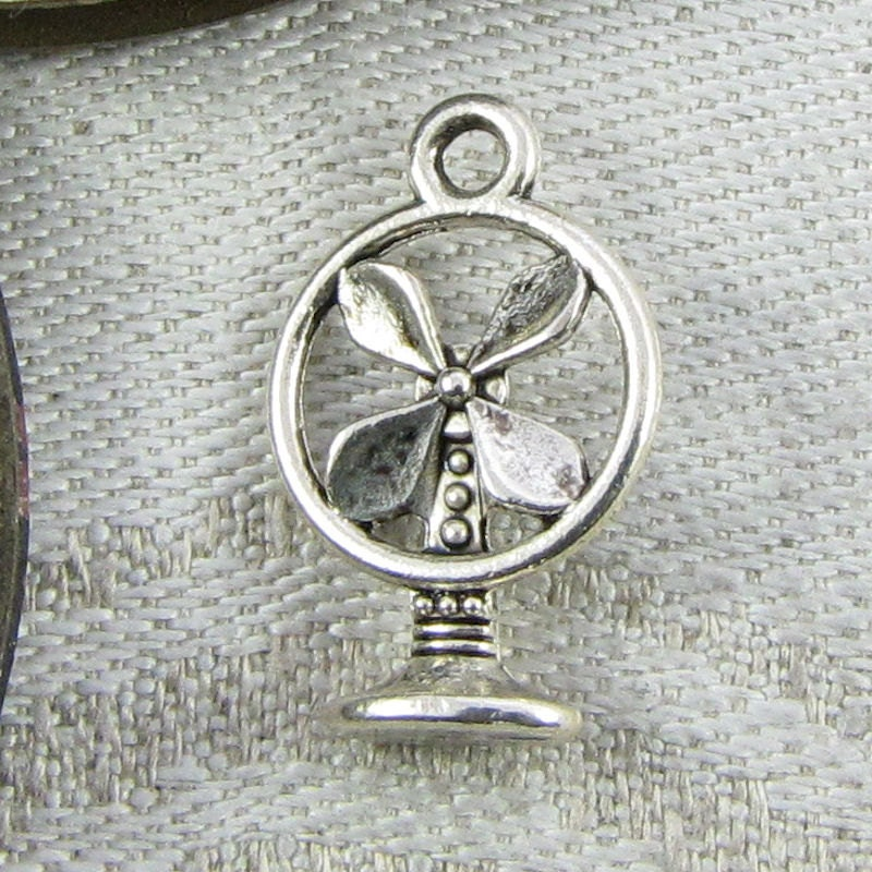 SC2143 5 Fan Charms Antique Silver Tone 2 Sided