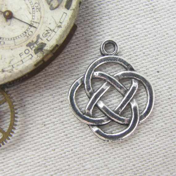 4 Celtic knot charms antique silver tone R138