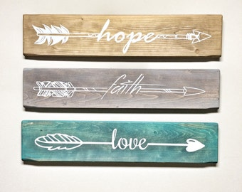 Set of 3 Wooden Arrow Hope Faith Love Sign for Wall, Rustic Arrow Wooden Signs for Home and Wedding Gifts, Wall Decor for Bedroom Walls