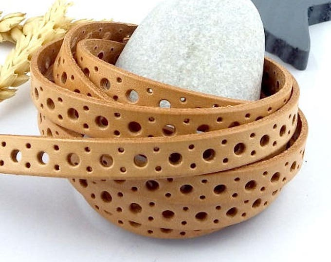 Natural flat leather circles perforated by 1 metre (1.09 yard)