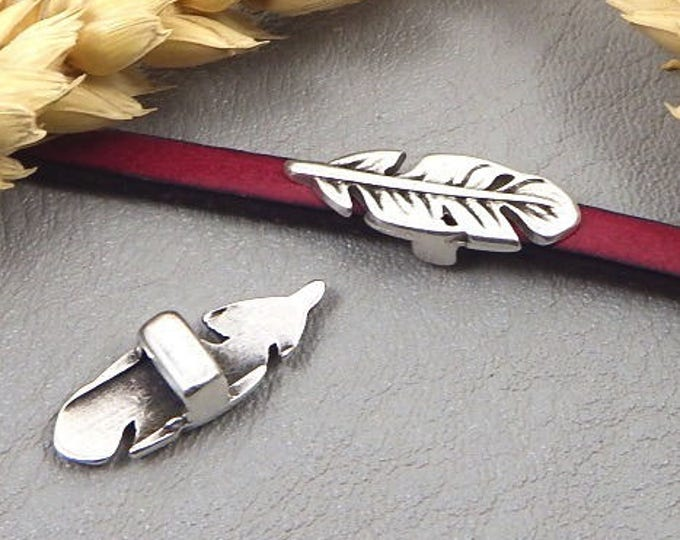 2 pearls pink(Roses) feather 22x8mm silver lacquer 5mm flat leather