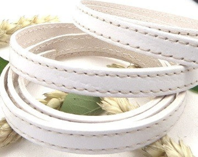 White flat leather with stitching quality per 1 metre (1.09 yard 3.28 feet)